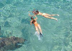 Køb dit snorkelsæt hjemmefra, og kast dig i bølgerne med det samme, når du kommer frem på ferien