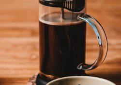Få fornøjelsen af en lækker og fyldig kaffe med en stempelkande