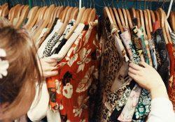 Mode og pris passer med Neo Noir-kjoler